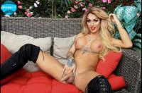 Mia Maffia – White Hot Cumshoot VR porn